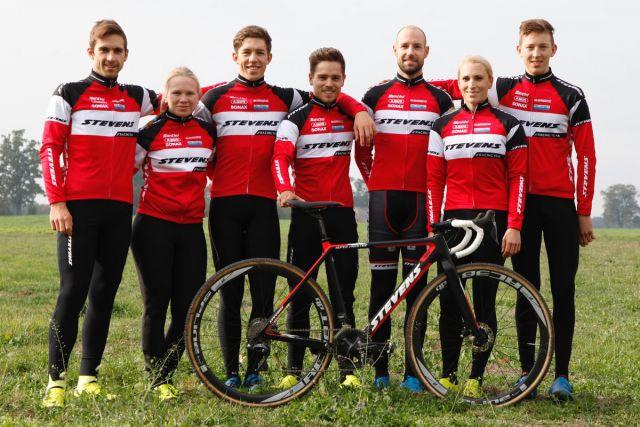 STEVENS Racing Team: Mannschaftsgruppenbild