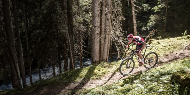 """STEVENS Jura Carbon ES: """"light-weight trail fully with best uphill performance""""."""